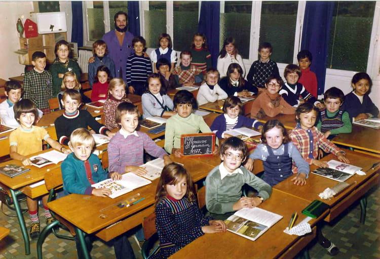 photo de classe ce2 de 1977 ecole jean mace villeneuve saint germain copains d 39 avant. Black Bedroom Furniture Sets. Home Design Ideas