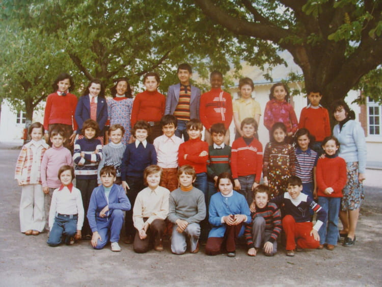 Photo de classe cm1 cm2 de 1977 ecole vesines chalette for Piscine chalette sur loing