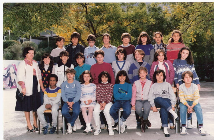 photo de classe de 1984 college henri barnier copains d 39 avant. Black Bedroom Furniture Sets. Home Design Ideas