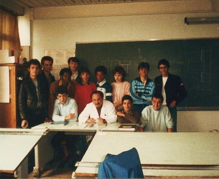 photo de classe dessduss m canique de 1984 lyc e professionnel jean perrin copains d 39 avant. Black Bedroom Furniture Sets. Home Design Ideas