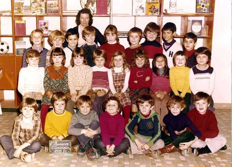 photo de classe ce1 1979 80 de 1979 ecole jean mace villeneuve saint germain copains d 39 avant. Black Bedroom Furniture Sets. Home Design Ideas