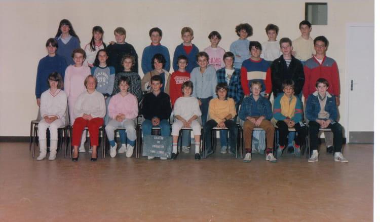 photo de classe 5eme de 1985 coll ge l 39 oiseau blanc copains d 39 avant. Black Bedroom Furniture Sets. Home Design Ideas