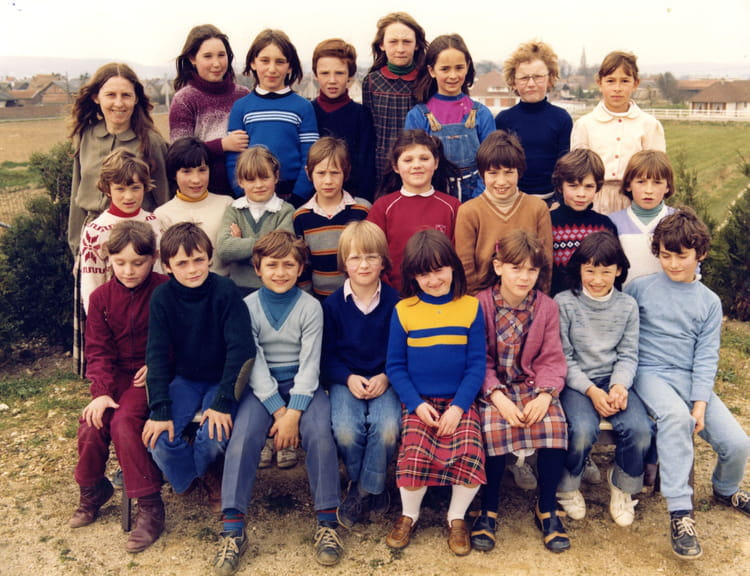 photo de classe ce2 de 1982 ecole jules verne saint pierre les elbeuf copains d 39 avant. Black Bedroom Furniture Sets. Home Design Ideas