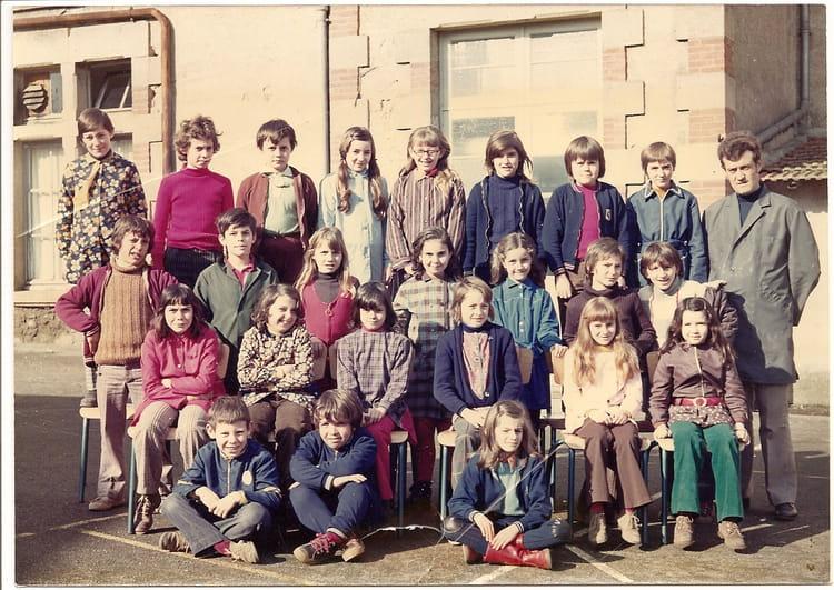 photo de classe cm1 de 1972 ecole robert desnos mortagne sur sevre copains d 39 avant. Black Bedroom Furniture Sets. Home Design Ideas