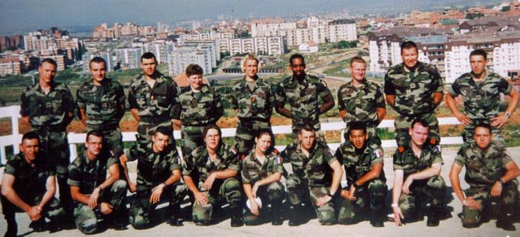 photo de classe militaire du rang sur pristina kosovo de 2001 repfrance copains d avant