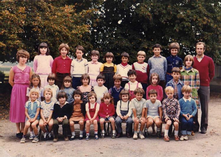 photo de classe cole de saint germain et mons de 1981 ecole primaire de saint germain et mons. Black Bedroom Furniture Sets. Home Design Ideas