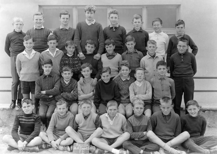 Photo de classe classe de fin d 39 tude de 1962 ecole cote for Mr piscine thionville