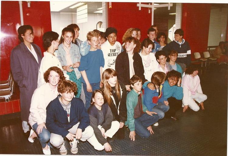 photo de classe echange franco anglais des classes de mlles bodeux et abadie de 1986 coll 232 ge