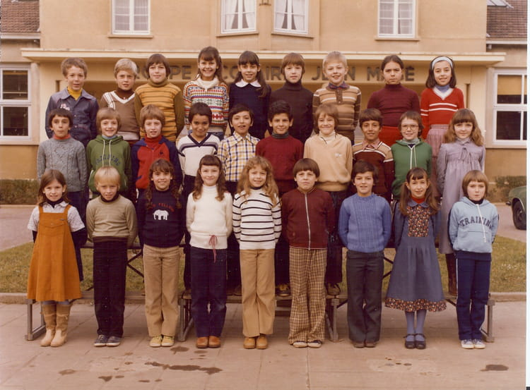 photo de classe de 1979 ecole jean mace villefranche sur saone copains d 39 avant. Black Bedroom Furniture Sets. Home Design Ideas