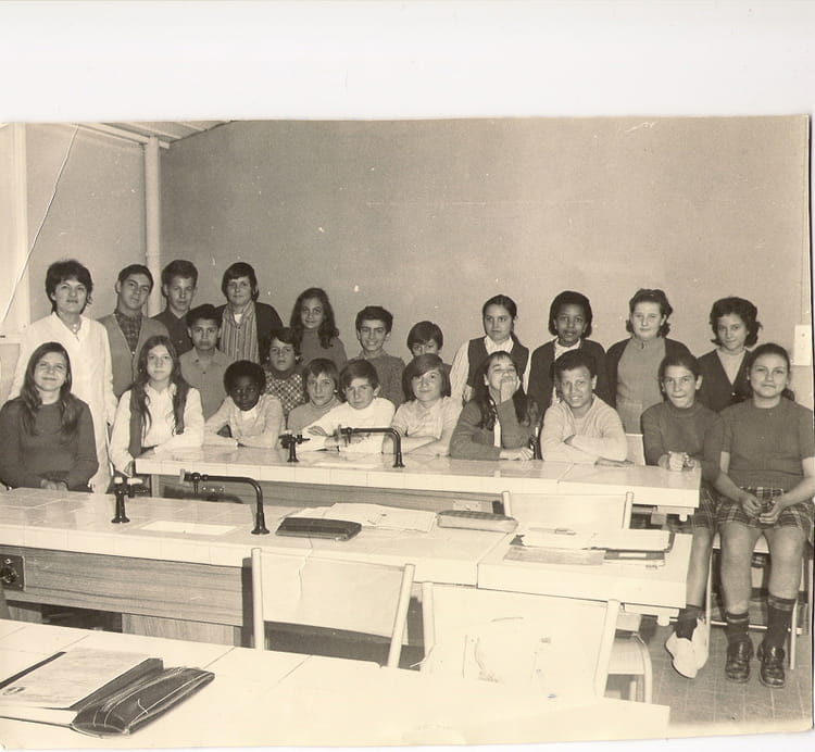 photo de classe 6 i d de 1970 college henri barnier copains d 39 avant. Black Bedroom Furniture Sets. Home Design Ideas