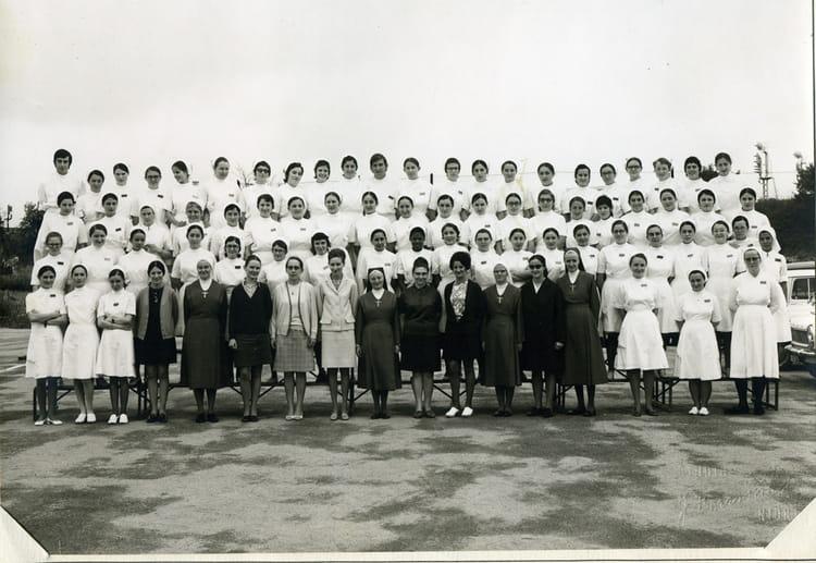 photo de classe promo 1970 72 ifsi niort de 1970 institut de formation en soins infirmiers. Black Bedroom Furniture Sets. Home Design Ideas