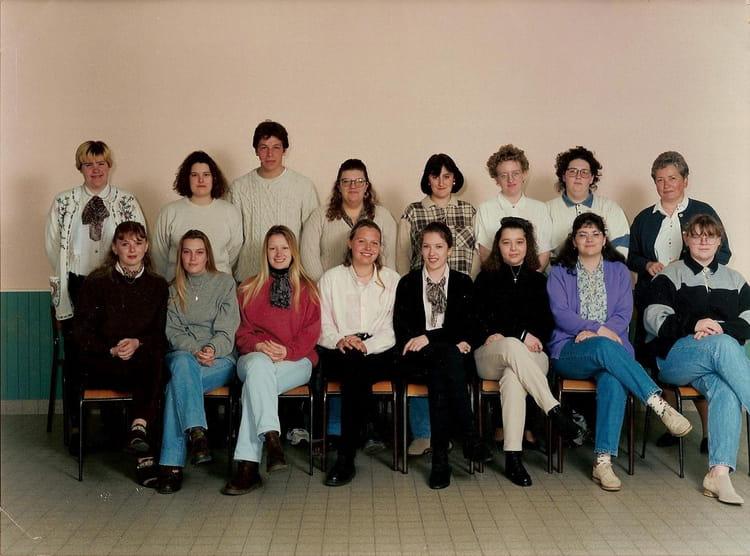 photo de classe terminale bac pro secr 233 tariat de 1996 lyc 233 e des 2 caps copains d avant