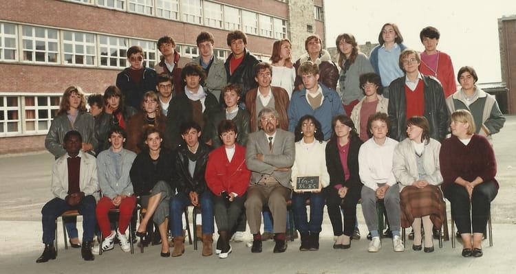 photo de classe terminale g2 5 1984 85 de 1984 lyc e edouard gand copains d 39 avant. Black Bedroom Furniture Sets. Home Design Ideas