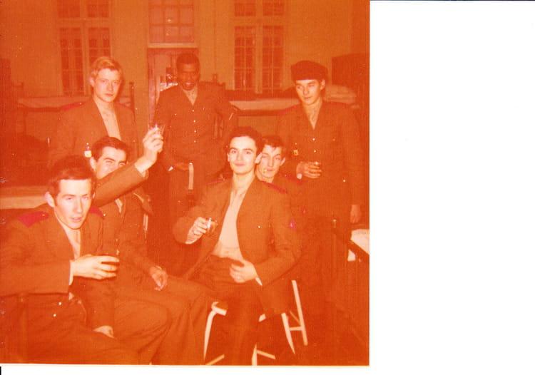 photo de classe 1ere compagnie nantes de 1974 ciss 3 eme section d 39 infirmiers militaires et. Black Bedroom Furniture Sets. Home Design Ideas