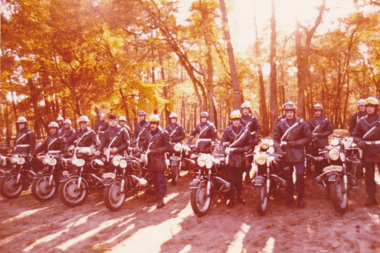 photo de classe formation moto gie 1978 de 1978 centre national formation gendarmerie cnfpj. Black Bedroom Furniture Sets. Home Design Ideas