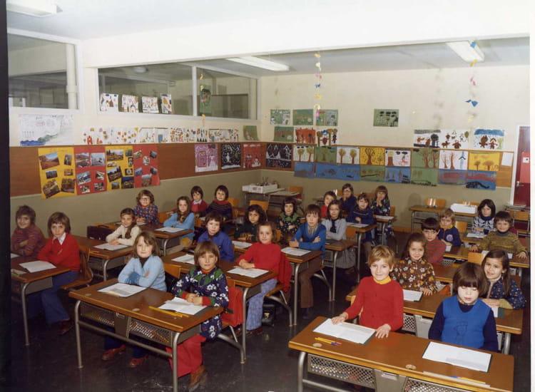 Photo de classe ce1 de 1976 ecole guyenne copains d 39 avant for Pouvez vous me confirmer