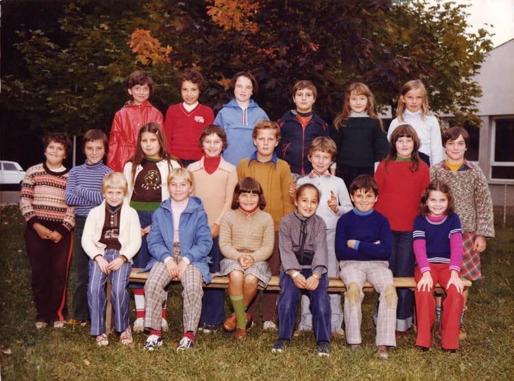 Photo de classe cm1 de 1979 ecole primaire de sennecey for Piscine quetigny