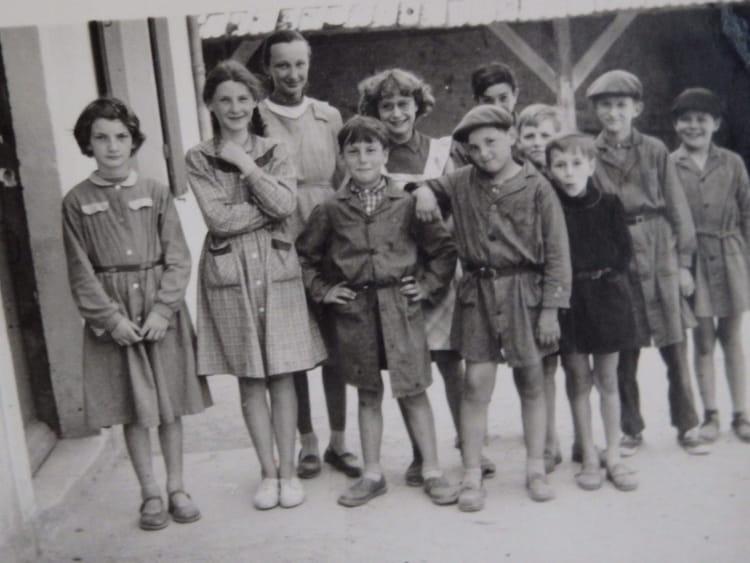 photo de classe ecole de bloux 03 de 1959 ecole primaire de bloux canton de lurcy l vis. Black Bedroom Furniture Sets. Home Design Ideas