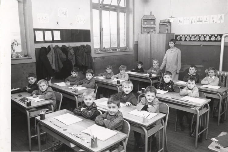 photo de classe ecole ancienne gendarmerie de 1970 ecole georges fortry watten copains d 39 avant. Black Bedroom Furniture Sets. Home Design Ideas