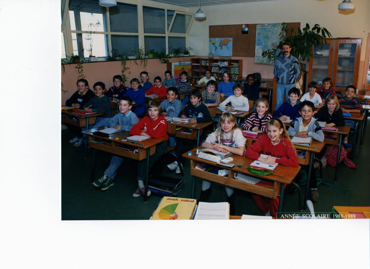 photo de classe cm de 1988 ecole montaigu melun copains d 39 avant. Black Bedroom Furniture Sets. Home Design Ideas