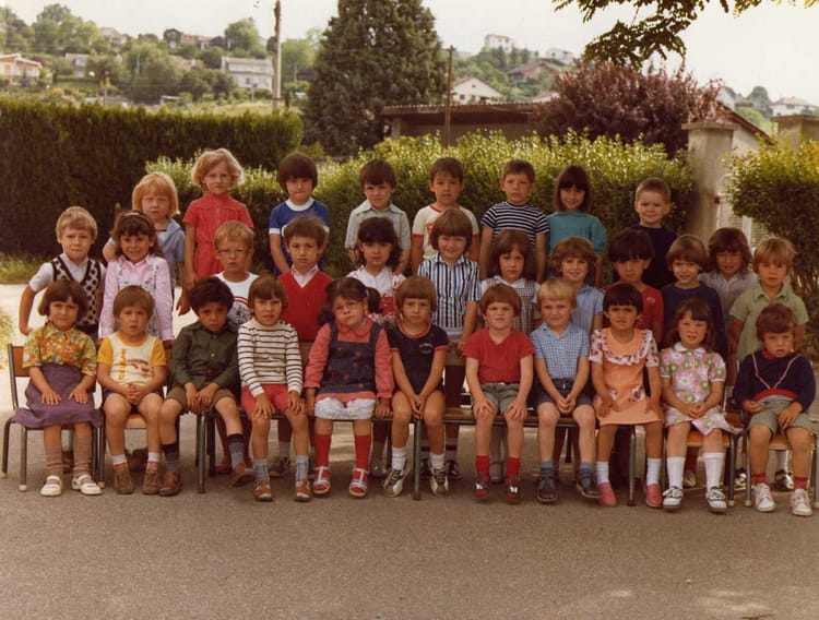 photo de classe petite section maternelle de 1980 ecole pre benit bourgoin jallieu copains. Black Bedroom Furniture Sets. Home Design Ideas