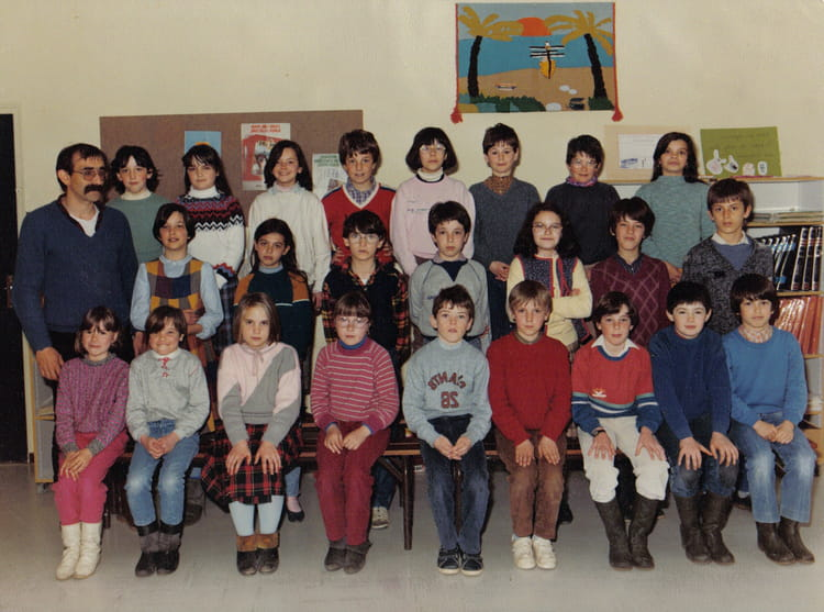 photo de classe cm1 de 1985 ecole jean brelet saint julien de concelles copains d 39 avant. Black Bedroom Furniture Sets. Home Design Ideas