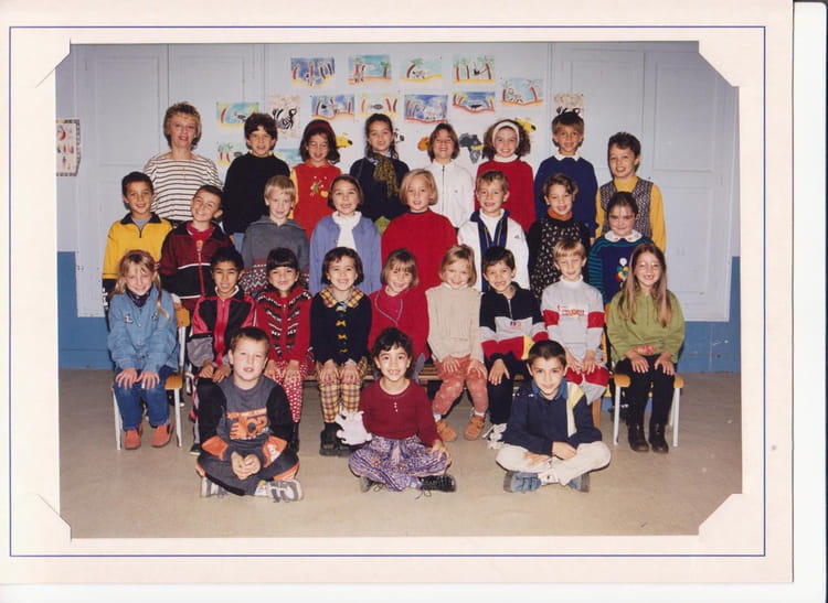 photo de classe classe de ce1 de 1999 ecole saint joseph neuville aux bois copains d 39 avant. Black Bedroom Furniture Sets. Home Design Ideas