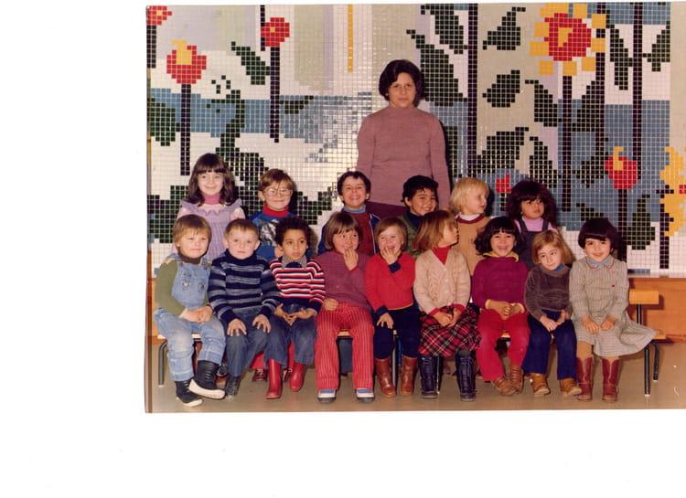photo de classe la seection des moyens de 1980 ecole moliere arras copains d 39 avant. Black Bedroom Furniture Sets. Home Design Ideas