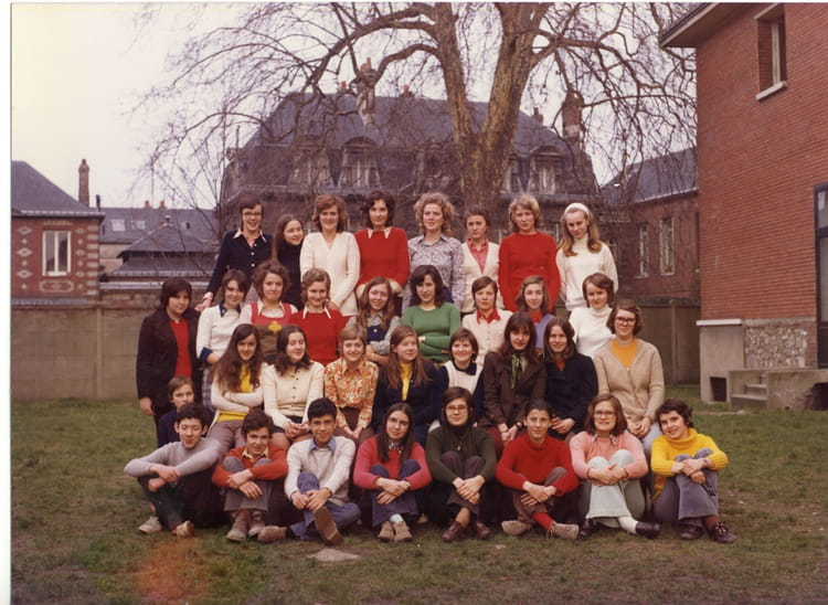 photo de classe 4 eme sacr coeur rouen 76 de 1972 coll ge du sacr coeur copains d 39 avant. Black Bedroom Furniture Sets. Home Design Ideas