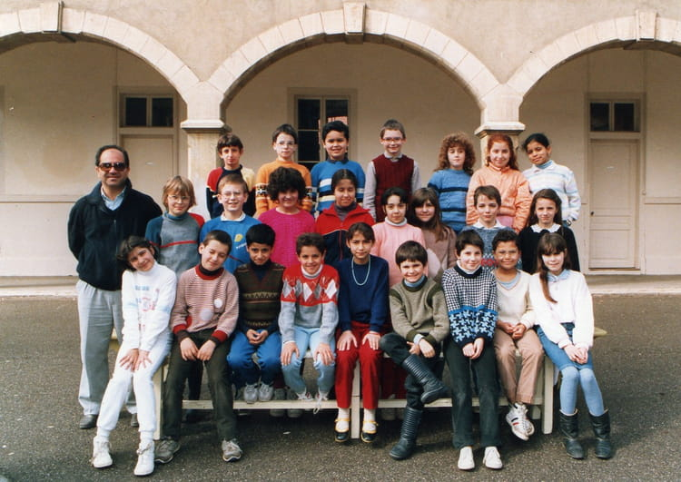 photo de classe cm 1 de 1985 ecole thevenon la tour du pin copains d 39 avant. Black Bedroom Furniture Sets. Home Design Ideas