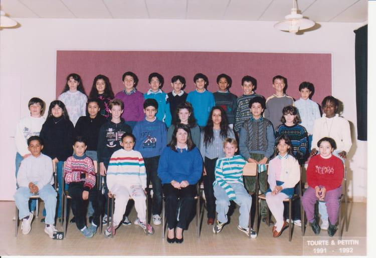 photo de classe 6 me5 de 1992 coll ge les grands champs copains d 39 avant. Black Bedroom Furniture Sets. Home Design Ideas
