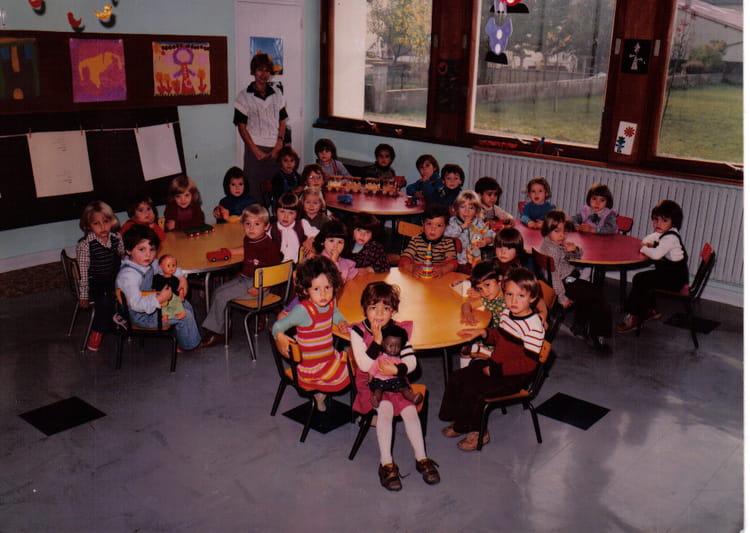 photo de classe maternelle de montreal la cluse de 1980 cole de la cluse copains d 39 avant. Black Bedroom Furniture Sets. Home Design Ideas