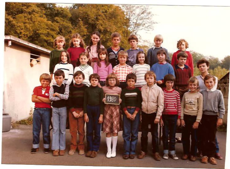 Photo de classe Cm2 de 1980, Ecole De La Place (Dampierre Les Bois) Copains d'avant # Dampierre Les Bois