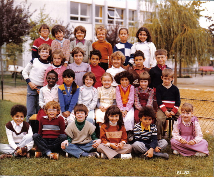 photo de classe primaire de 1981 ecole jean moulin la chapelle saint luc copains d 39 avant. Black Bedroom Furniture Sets. Home Design Ideas
