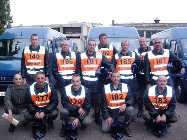 photo de classe pre stage ftt 6 2006 de 2006 centre national formation gendarmerie cnfpj. Black Bedroom Furniture Sets. Home Design Ideas