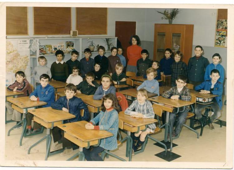 photo de classe auxerre les boussicats cm1 1970 71 de 1971 ecole les boussicats auxerre. Black Bedroom Furniture Sets. Home Design Ideas
