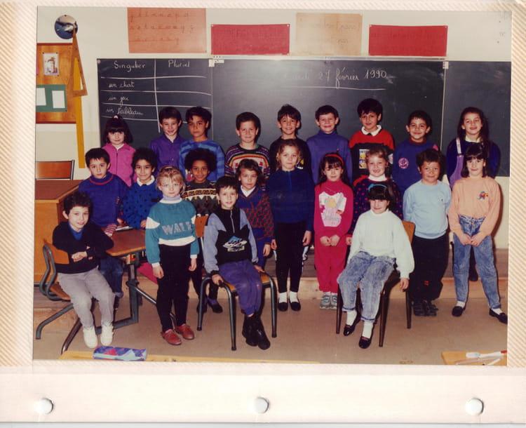 photo de classe claase de ce2 de 1990 ecole victor hugo bourgoin jallieu copains d 39 avant. Black Bedroom Furniture Sets. Home Design Ideas