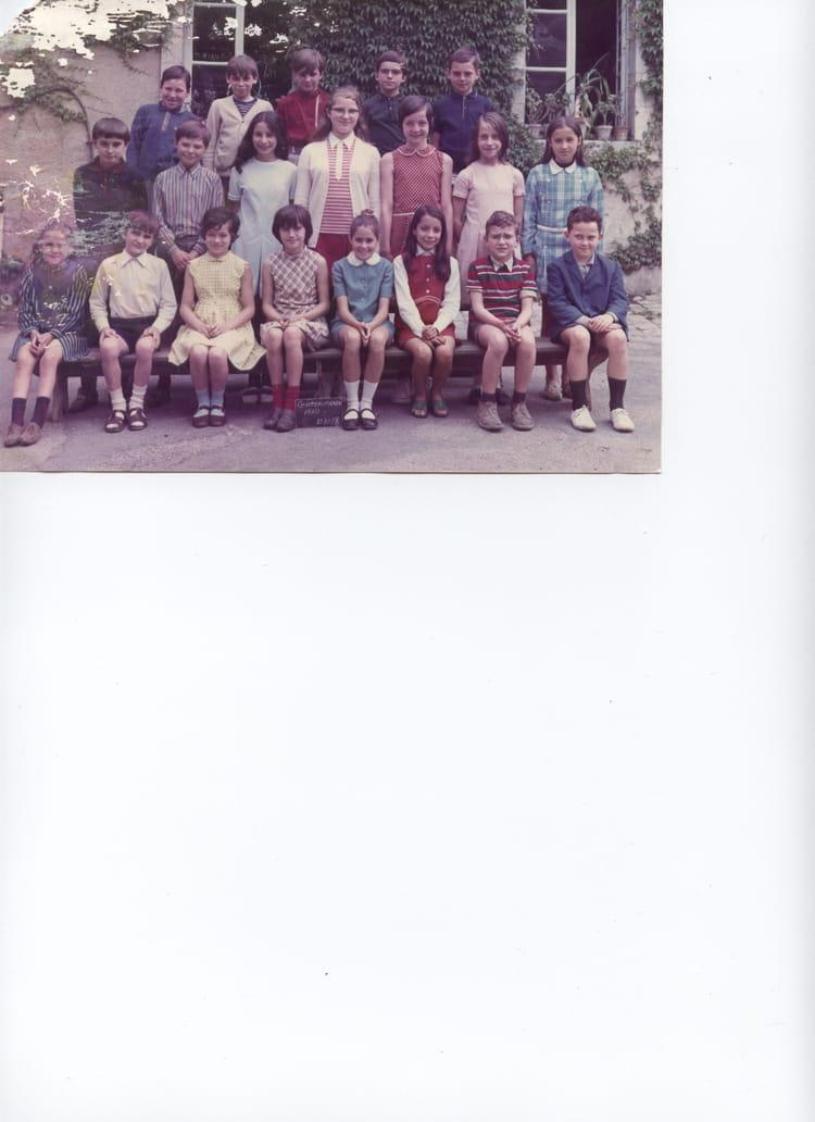 photo de classe cm2 cole saint martial 36 chateauroux de 1970 ecole saint martial copains d. Black Bedroom Furniture Sets. Home Design Ideas