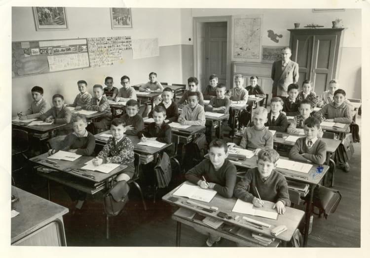 photo de classe cours moyen 2 de 1961 ecole beauregard thionville copains d 39 avant. Black Bedroom Furniture Sets. Home Design Ideas