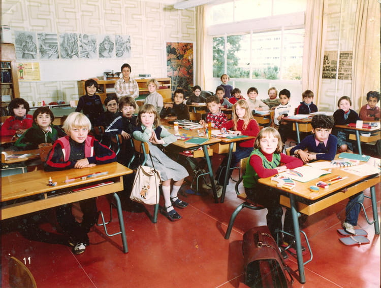 photo de classe ce 2 mme booms ann e 80 81 de 1980 ecole pierre brossolette saint dizier. Black Bedroom Furniture Sets. Home Design Ideas