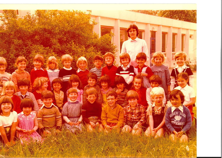 photo de classe maternelle de 1979 ecole le champ dolent saint germain les corbeil copains. Black Bedroom Furniture Sets. Home Design Ideas