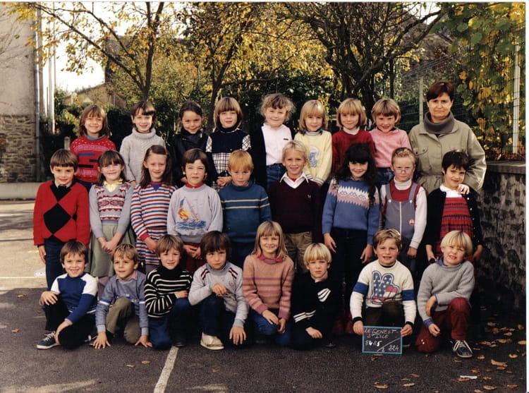 Photo De Classe CE1 De 1985 Ecole Des Chenes Secs (Le Genest Saint Isle) - Copains Du0026#39;avant