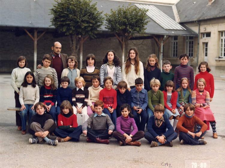 Photo de classe cm2 mr viot de 1980 ecole saint waast soissons copains d 39 avant - Mr bricolage soissons ...