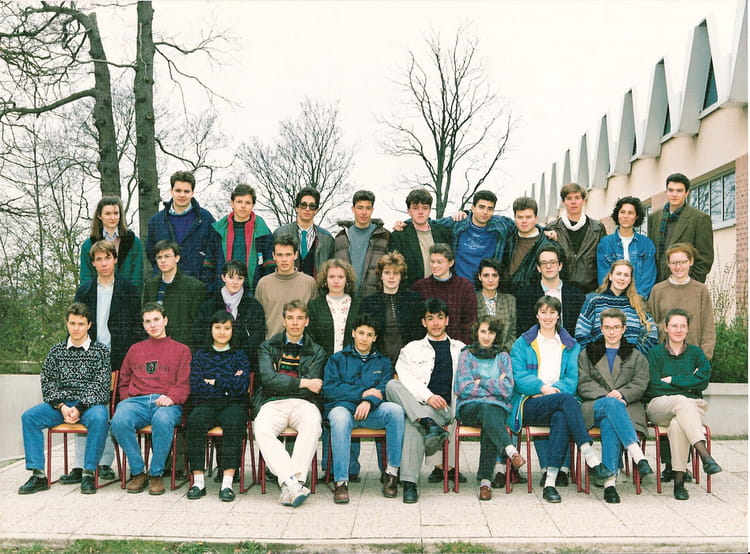 photo de classe terminale d de 1989 lyc e notre dame du grandchamp copains d 39 avant. Black Bedroom Furniture Sets. Home Design Ideas