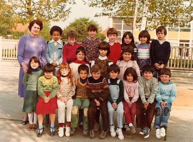 photo de classe cp de 1981 ecole jean mace sainte genevieve des bois copains d 39 avant. Black Bedroom Furniture Sets. Home Design Ideas
