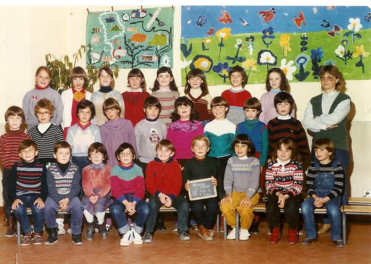 photo de classe ce2 de 1983 ecole primaire de neuville neuville sur sarthe copains d 39 avant. Black Bedroom Furniture Sets. Home Design Ideas