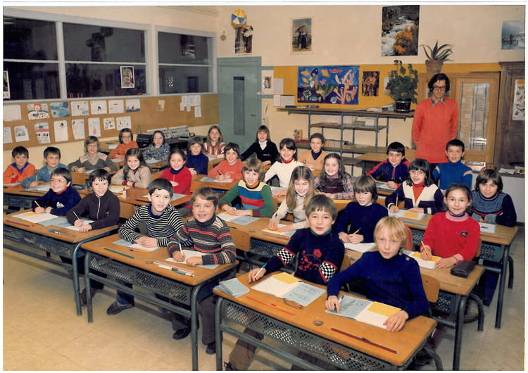 photo de classe cm2 de 1980 ecole primaire besse sur braye copains d 39 avant. Black Bedroom Furniture Sets. Home Design Ideas