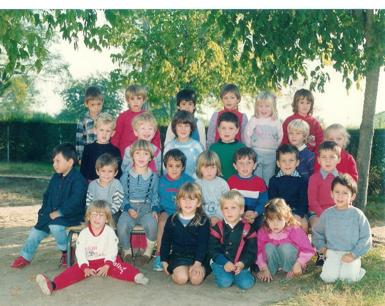photo de classe maternelle moyenne section de 1987 ecole primaire st sulpice de royan copains. Black Bedroom Furniture Sets. Home Design Ideas