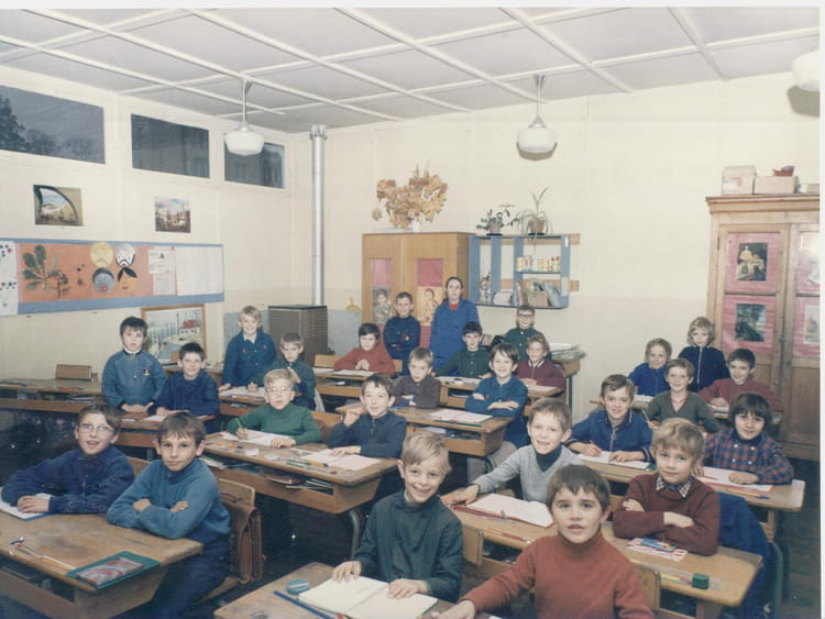 photo de classe ce 2 de 1971 ecole eugene anne gisors copains d 39 avant. Black Bedroom Furniture Sets. Home Design Ideas