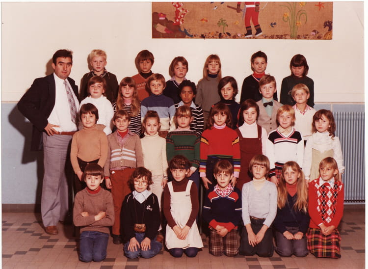 photo de classe ce2 de 1979 ecole vancauwenberghe saint. Black Bedroom Furniture Sets. Home Design Ideas